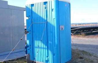 写真:仮設トイレ清掃だ! 災害時は?
